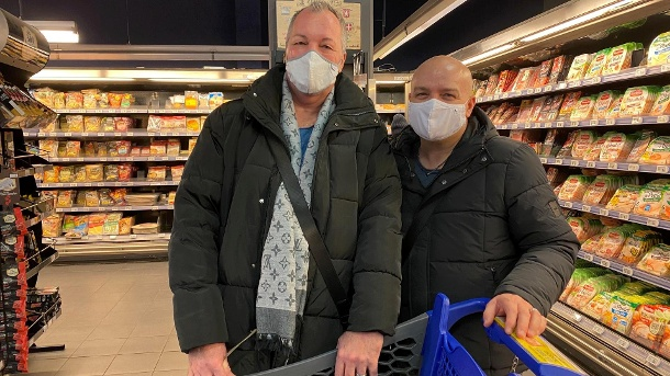 Shopping in the supermarket: Despite the lockdown, many Germans drive across the border to shop. (Source: t-online / Catharina Liesenberg)